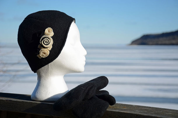 Recycled Wool Cloche Hat (Black/White)